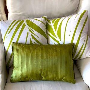 3 decorative pillow
